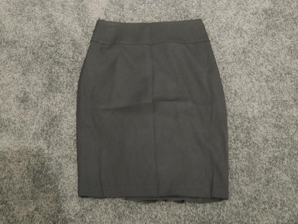 Review Black Pencil Skirt with Ruffled Detail on Back Size 6