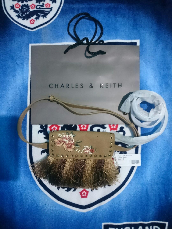 Tas charles and keith grommet Detail belt bag