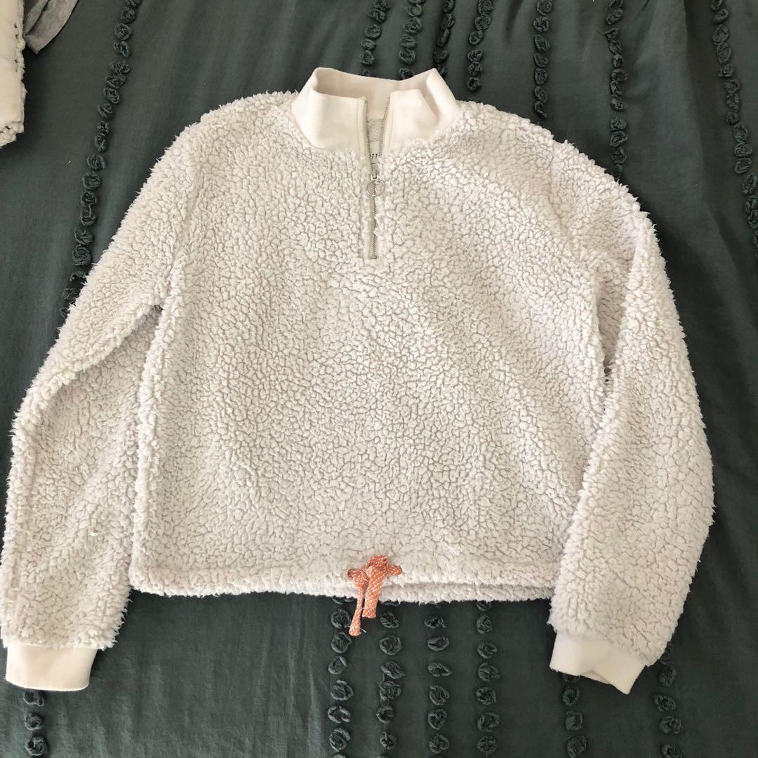 White crop fluffy jumper