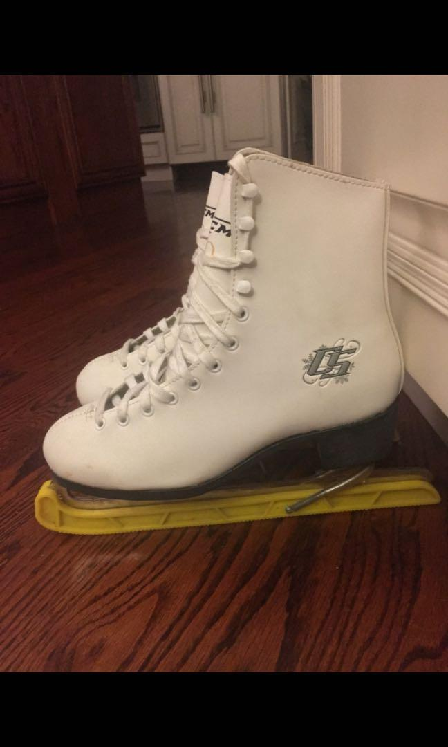 Women's size 8 CCM Figure Skates - Excellent Condition