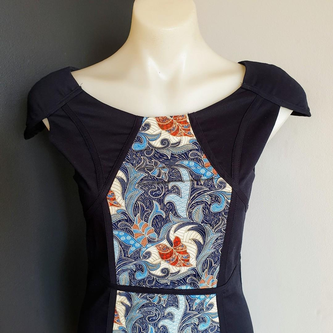 Women's size S 6-8 Stunning navy floral print assymetrical cocktail dress-AS NEW