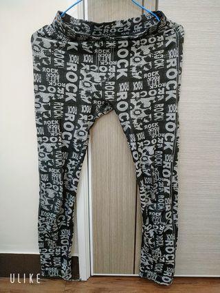 「貼身內搭褲」著於長褲內保暖