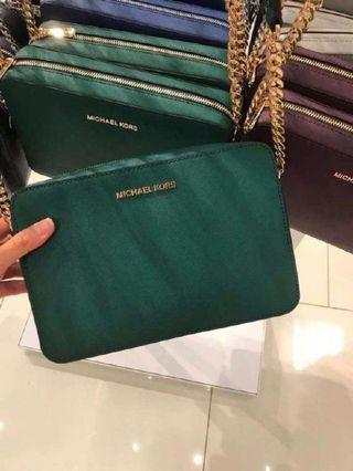 MICHAEL KORS JET SET ITEM LARGE EAST WEST CROSSBODY IN RACING GREEN
