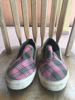 Converse Shoes ( Size 11/44 )