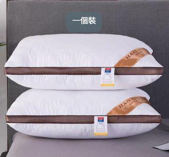 一個裝時尚壓花枕頭芯