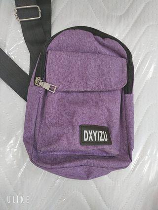 「流行側背包」小水壺、摺疊傘、零錢、卡片