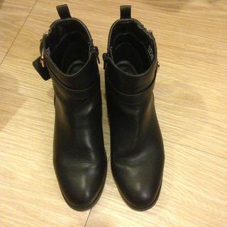韓款女拉鍊短靴(黑)