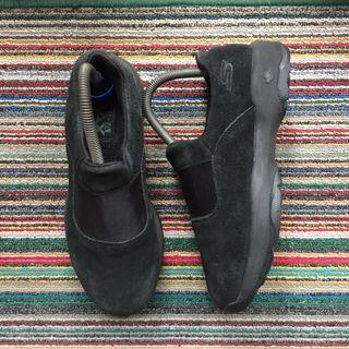 Skechers, Go Ga Max Walk Outdoor in Black