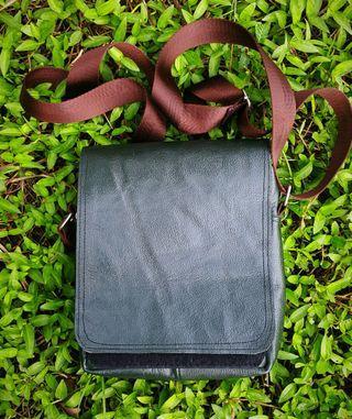 BEG KULIT HANDMADE LEATHER SLING BAG
