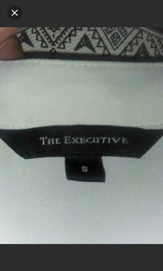 The Executive, Kemeja