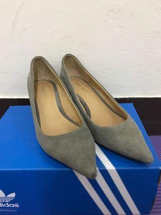 Ninewest 灰色低跟鞋