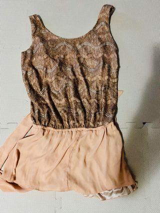 粉色蕾絲上衣