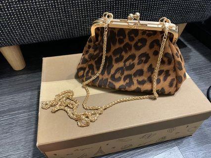 豹紋口金小包 無瑕疵背兩次 100$