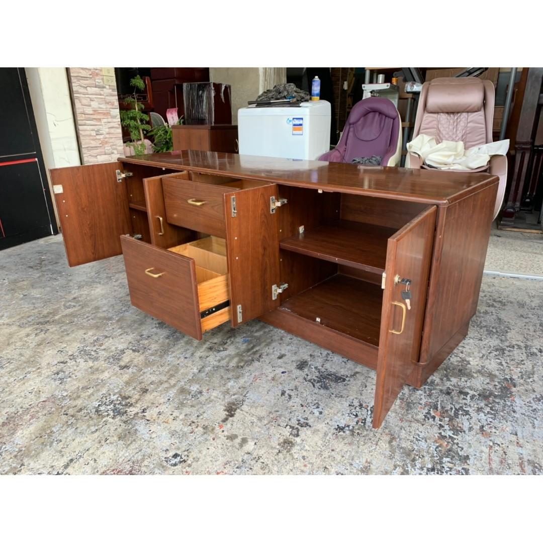香榭二手家具*胡桃木色6尺 辦公長櫃(有鑰匙)-置物櫃-收納櫃-辦公櫃-櫥櫃-餐櫃-玄關櫃-電視櫃-矮櫃-文件櫃-檔案櫃