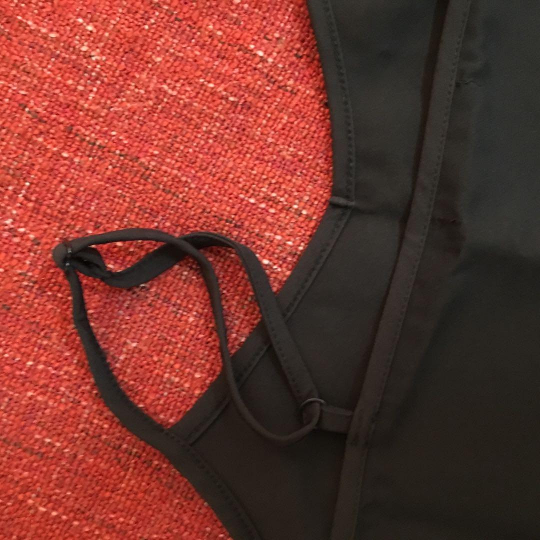 肩帶可調整的背心