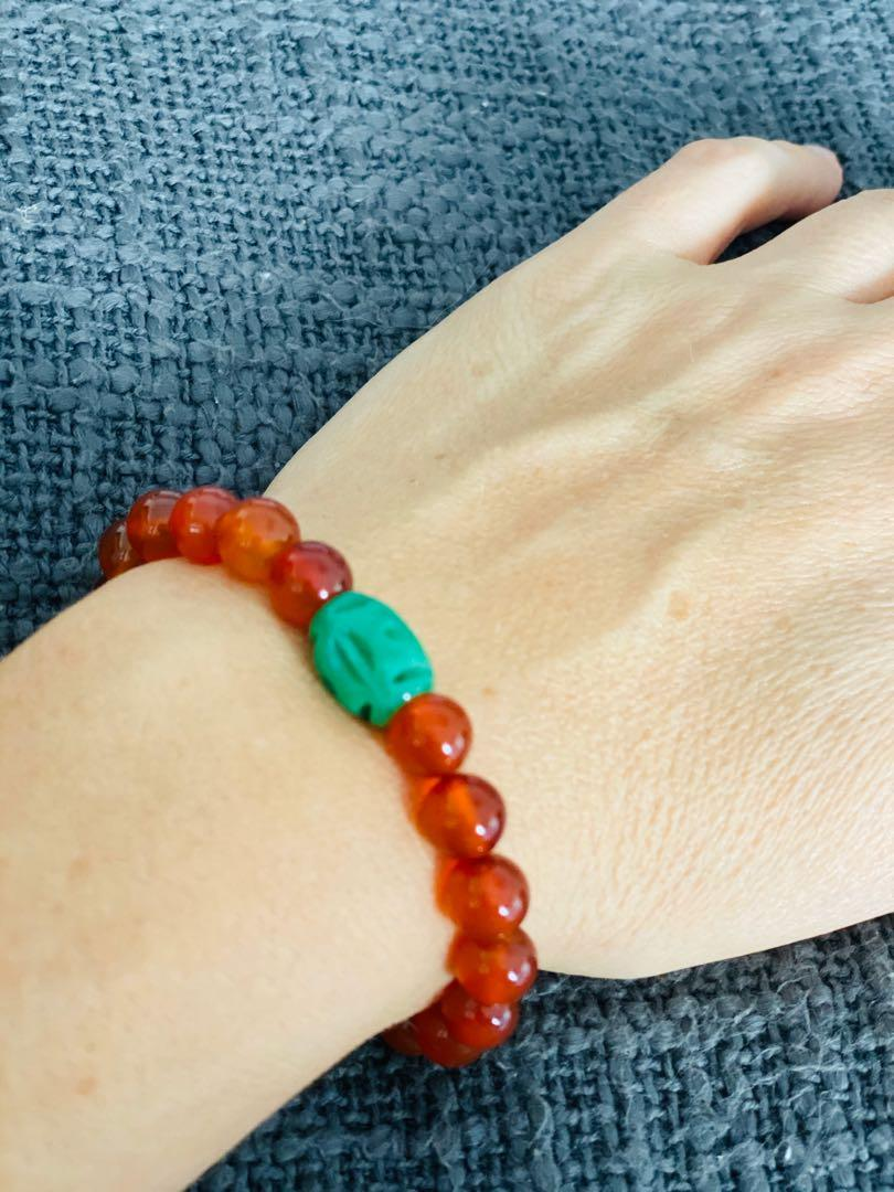 Agate beads stretchable bracelet with jade insert