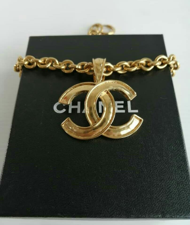 AUTHENTIC CHANEL CC LOGO 24K GOLD PLATED NECKLACE - (SIZE 26 CM APPROX.) - WITH CHANEL BOX - GOOD CONDITION