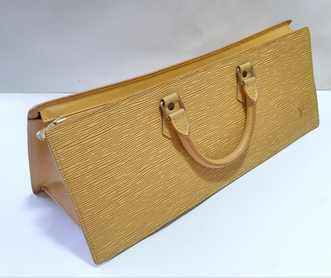 Authentic Louis Vuitton Sac Triangle Yellow Epi Leather.. Unique and Rare Model👜👛👛🍃🌺