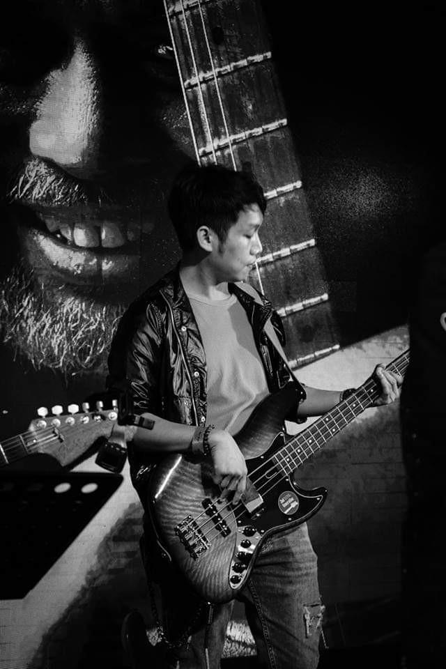 Bassist looking for gigs