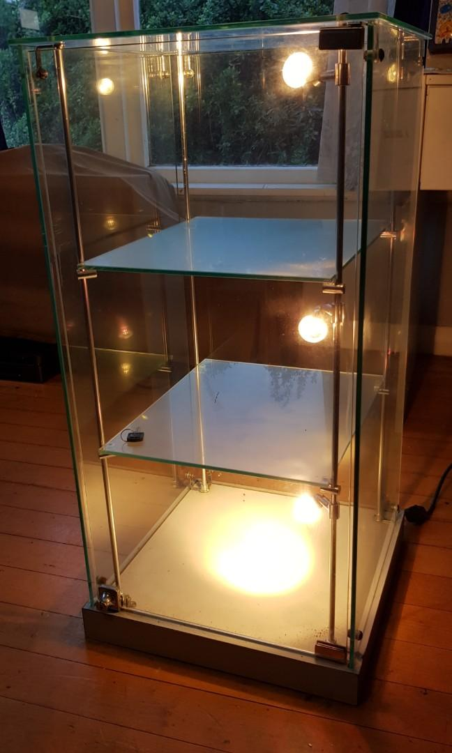 Glass cabinet display shelf
