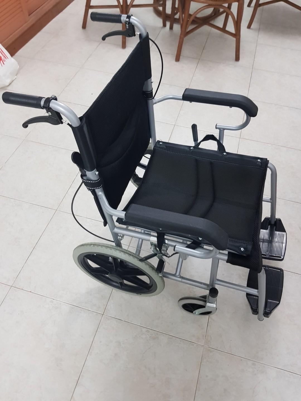 Push chair / wheel chair / portable and light
