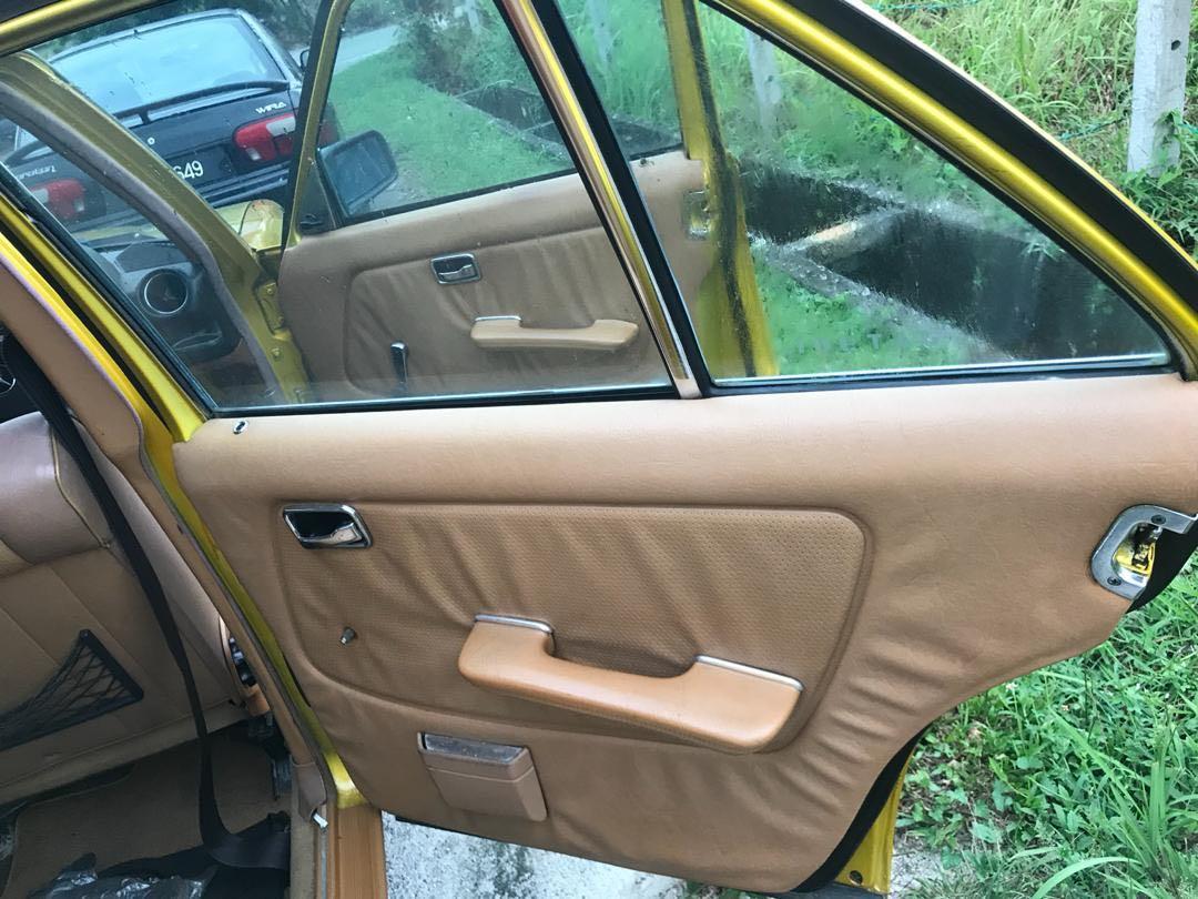 W123 5 speed manual 2000cc 1984