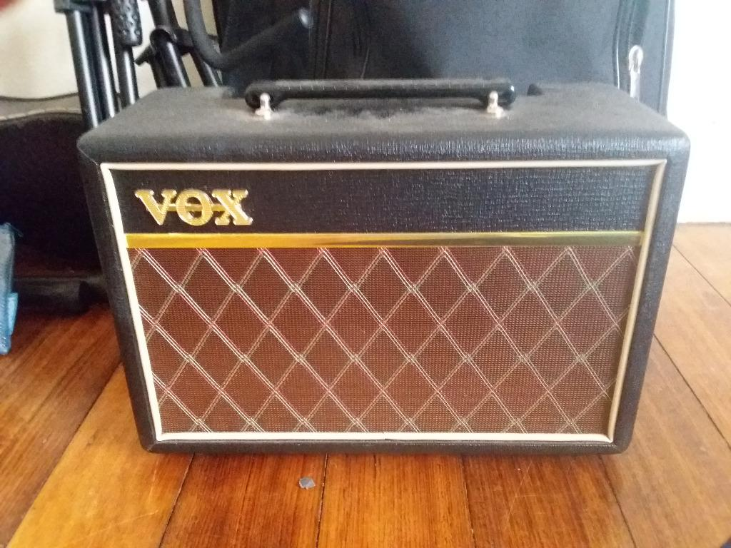Yamaha Electric Bass guitar, with Fender lead, strap and VOX amp