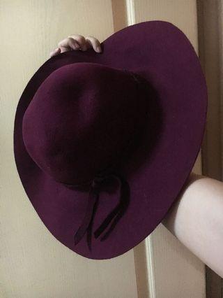 德魯納酒店酒紅大圓帽