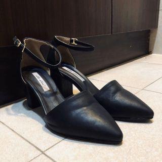 黑色尖頭低跟包鞋