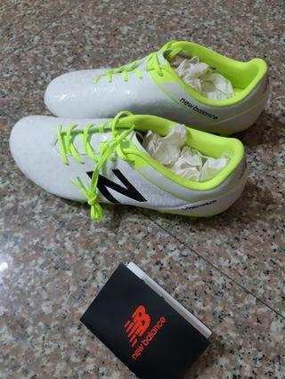 NB足球鞋