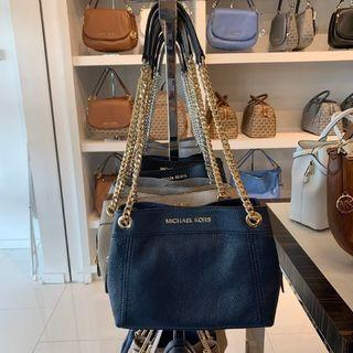MICHAEL KORS JET SET ITEM MEDIUM CHAIN MESSENGER IN NAVY