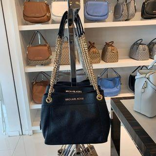 MICHAEL KORS JET SET ITEM MEDIUM CHAIN MESSENGER IN BLACK