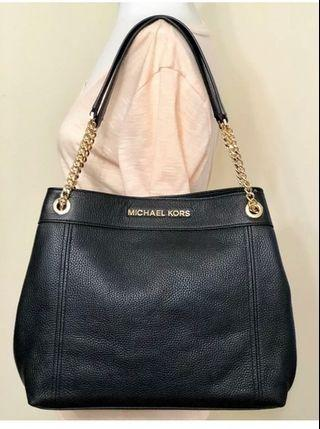 MICHAEL KORS JET SET ITEM LARGE CHAIN SHOULDER TOTE IN BLACK