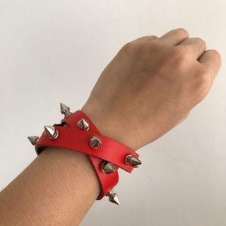 Gelang Studded Merah