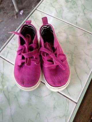 Hi cut Gap shoes