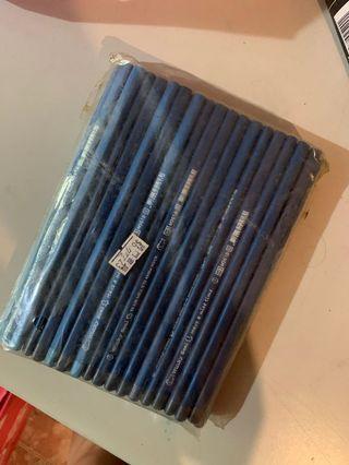 全新兩塊三角鉛筆