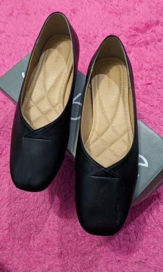 Symbolize flat shoes