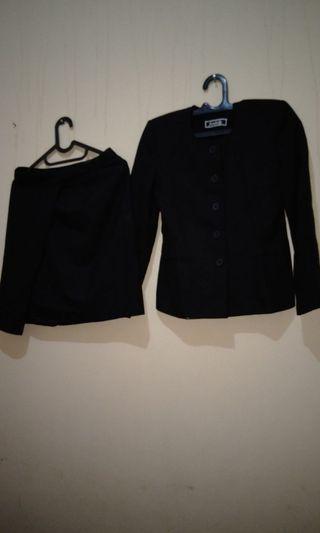 Satu set blazer dan rok bahan tebal import