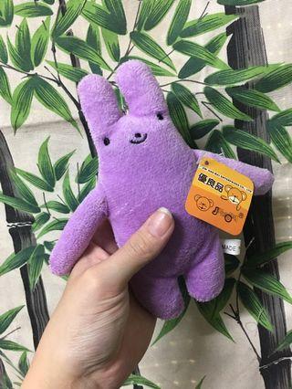 紫色兔娃娃