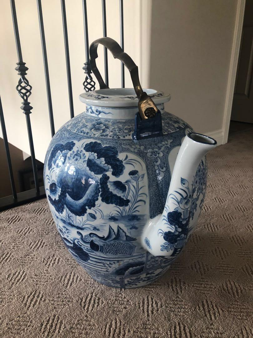 Beautiful porcelain blue and white large glass tea pot.
