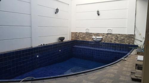 Disewakan Rumah Besar di Cilandak Timur dengan 4 Bedroom + 1 Study Room kondisi Furnished Private Swimming Pool