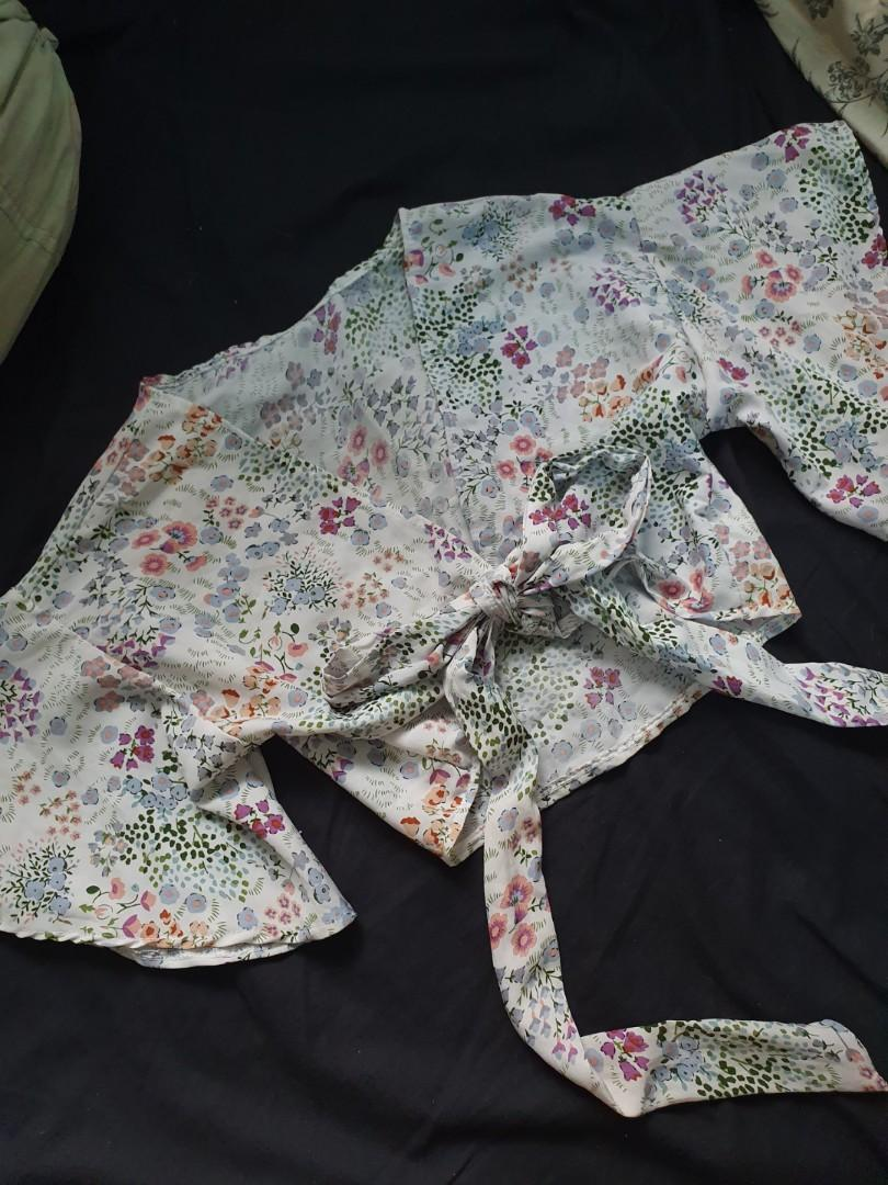 Floral wrap top [inc shipping!]