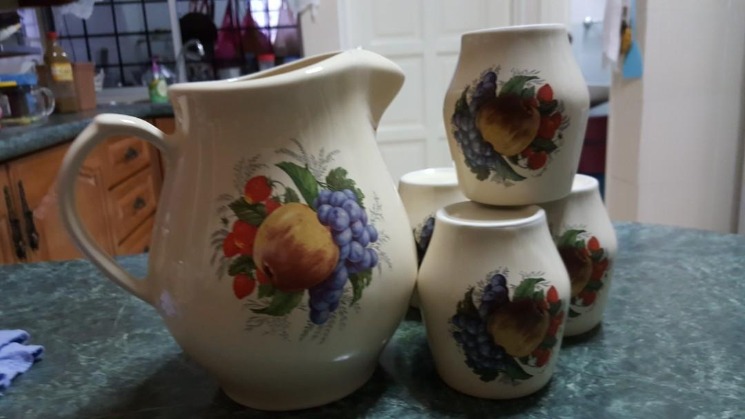 Jug with cups