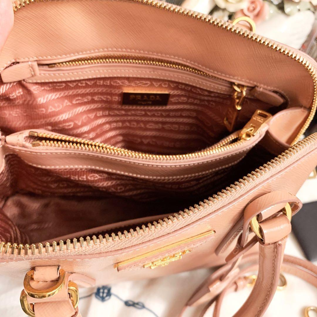 「保留」義大利專櫃精品名牌PRADA  櫻花裸粉色系 珠光防刮牛皮  艾瑪包 經典麗仕鉑娜包/貝殼包/  斜背側背手提包 中小款  甜美小貴婦包款嫩粉色