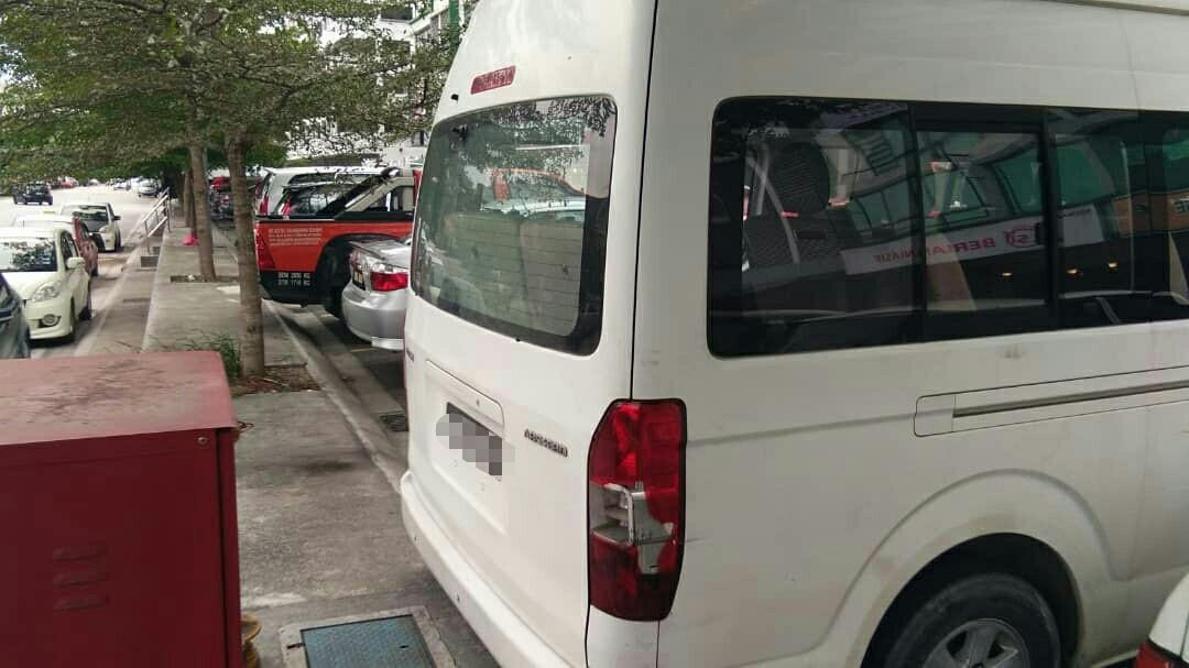 SEWA BELI>>Van Jinbei Turbo Diesel 15 Seaters 2014
