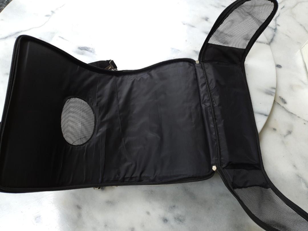 Tas selempang anjing kecil bisa di buka lebar-lebar
