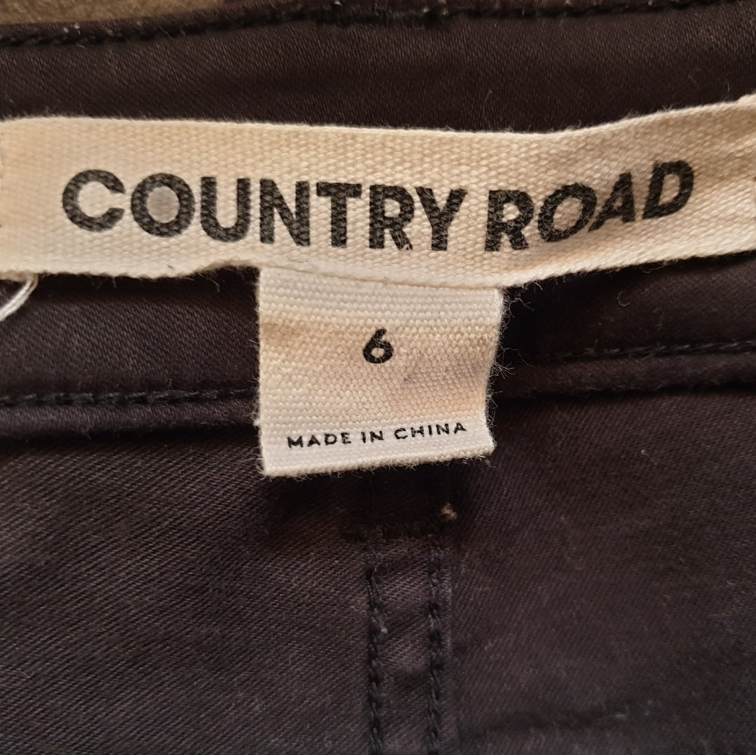 Women's size 6 'COUNTRY ROAD' Gorgeous black stretch skinny pants