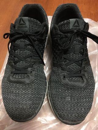 REEBOK跑鞋