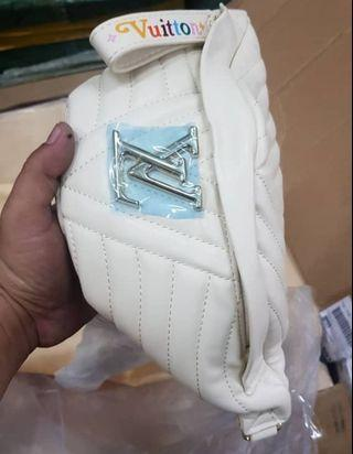 Lv Love Bumbags White / Premium 1:1