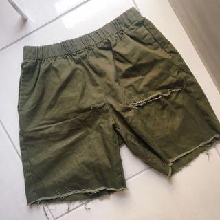 (男裝)軍綠短褲
